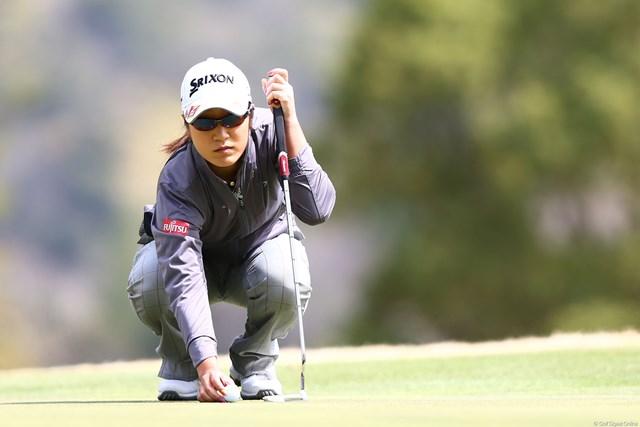 2013年 ヨコハマタイヤゴルフトーナメントPRGRレディスカップ 2日目 藤本麻子 「打ち切れないパットが多かった」と、ホールアウト後にパター練習場へと急いだ。
