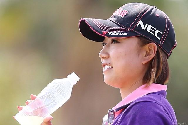 2013年 ヨコハマタイヤゴルフトーナメントPRGRレディスカップ 2日目 原江里菜 インターバルでやっと笑顔が・・・