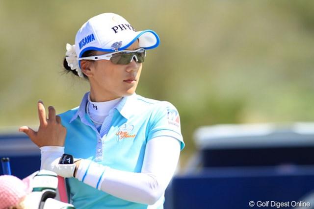 2013年 RRドネリー LPGA ファウンダーズカップ 3日目 有村智恵 19アンダーとした宮里藍とは15打差。もう後姿も見えなくなった。