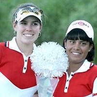 初出場で初優勝を果たしたパラグアイのJ.グラナダ(右)とC.トローチェ ワールドカップ女子ゴルフ最終日
