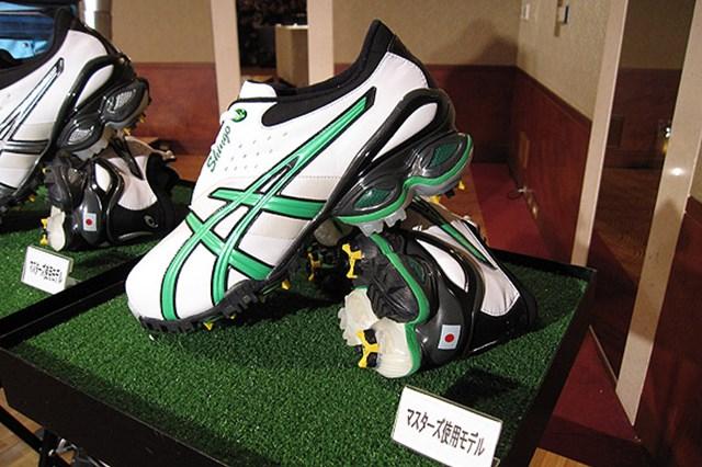 2009年 片山晋呉、新規契約発表会 シューズはアシックス。先日のWBC(ワールドクラシックベースボール)で活躍したイチロー選手など他のスポーツで培った技術は世界最高峰。片山が依頼して今回の契約に至った