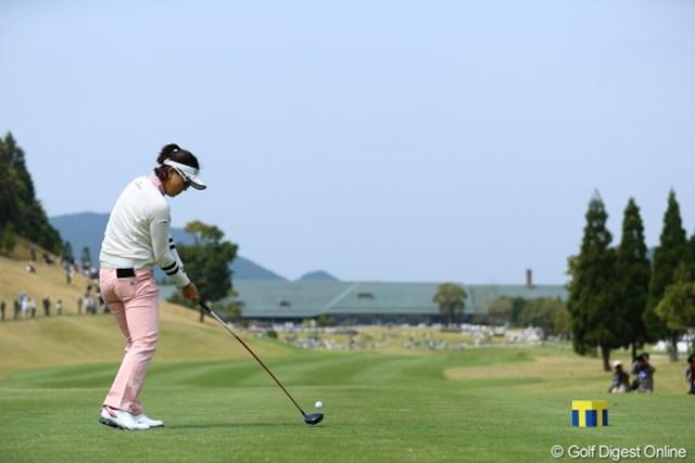2013年 Tポイントレディスゴルフトーナメント 2日目 全美貞 最終ホール、クラブハウスまで飛んでいけー!