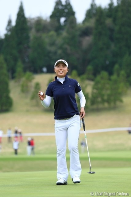 2013年 Tポイントレディスゴルフトーナメント 2日目 一ノ瀬優希 本日大活躍で単独トップでホールアウト。ホっとしたね。