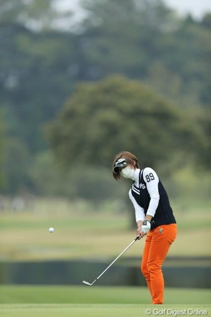 2013年 Tポイントレディスゴルフトーナメント 2日目 佐藤靖子 せっかく綺麗なのに、せっかくテレビに映るのに、花粉症は残念だね。