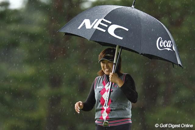 ワールドレディスチャンピオンシップサロンパスカップ2日目 福嶋晃子 雨でも問題なし! 福嶋晃子が4ストローク伸ばし、暫定首位でホールアウトした