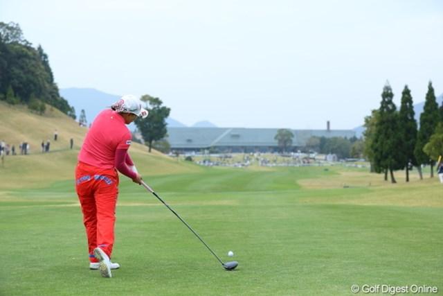 2013年 Tポイントレディスゴルフトーナメント 最終日 横峯さくら このインパクト見ただけでさくらがジカドラが得意なのがわかるわ。