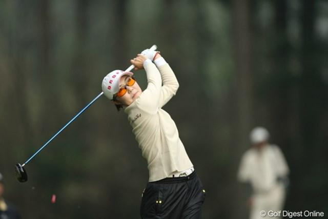 2013年 Tポイントレディスゴルフトーナメント 最終日 辛ヒョンジュ シン・ヒョンジュ/他にこの色眼鏡をかけている人を見た事がない。