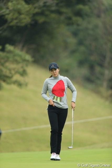 2013年 Tポイントレディスゴルフトーナメント 最終日 ホン・ジンジュ 胸の模様はイチゴ?ニンジン?それともロケット?