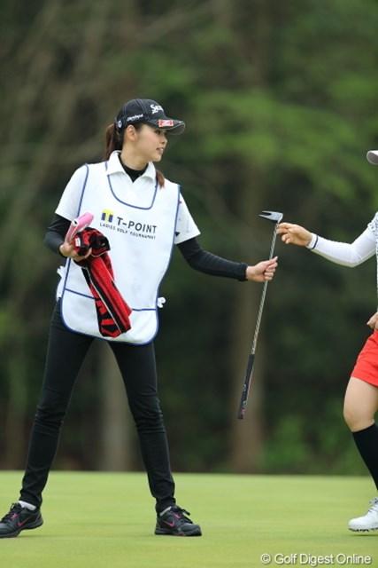 2013年 Tポイントレディスゴルフトーナメント 最終日 キャディ キャディさんが可愛かった件。