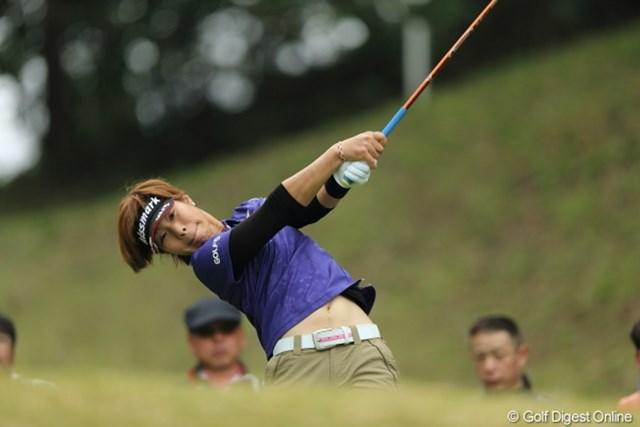 2013年 Tポイントレディスゴルフトーナメント 最終日 穴井詩 女性といえども、これだけ振るから飛ぶんだねぇ。