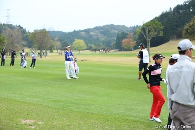 2013年 Tポイントレディスゴルフトーナメント 最終日 最終組 結果的に手前から初戦、第2戦目、第3戦目のチャンピオンに。飛距離の差はこのとおり。