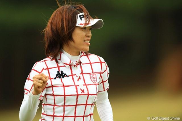 2013年 アクサレディスゴルフトーナメント in MIYAZAKI 初日 大山志保 地元の声援を後押しにがんばりました。久しぶりに力強いガッツポーズです。ここ宮崎で復活優勝みたいですね。首位タイスタート。