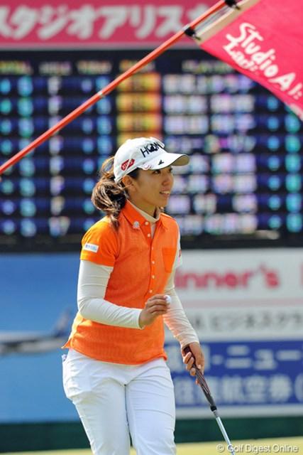 2013年 スタジオアリス女子オープン 初日 笠りつ子 強風の中で2バーディ、1ボギーやなんて、なんとステディなゴルフでしょう!ん?そんなプレーヤーやったっけ?2位T