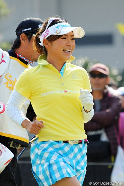2013年 スタジオアリス女子オープン 最終日 堀奈津佳 個人的には優勝候補やと思てたんですけどねェ…。昨日までほとんどボギーを打ってなかったのに、今日だけで1ダボ、4ボギーやなんて…。15位T