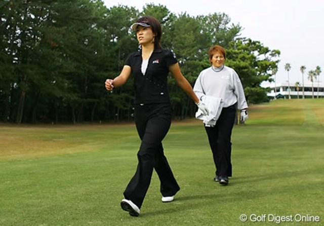 2006年 LPGAツアーチャンピオンシップリコーカップ 事前情報 大山志保 魏ユンジェと練習ラウンドをスタートした大山志保