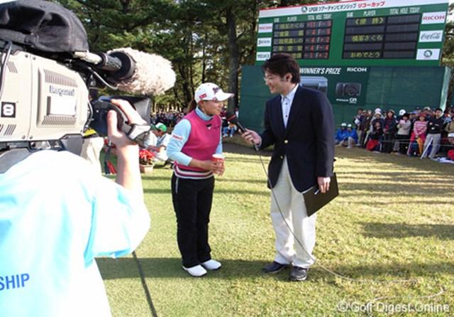 2006年 LPGAツアーチャンピオンシップリコーカップ 最終日 横峯さくら 優勝者インタビューをGRデジタルでパチリ (c) RICOH  リコーのデジタルカメラで撮影しました