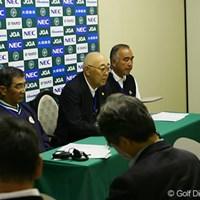 大会初日を前に行われた記者会見。野口競技委員長、川田副委員長、そしてグリーンキーパーの吉崎氏がコース設定を発表した 2006年 日本オープンゴルフ選手権競技 事前情報 記者会見