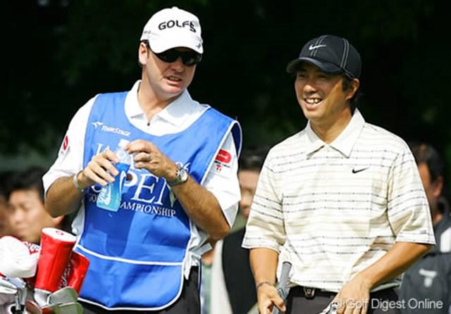 2003年「日光」で「日本オープン」を制した深堀圭一郎。今大会はキャディにサイモン氏を起用し2度目の制覇に挑む