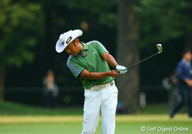 2006年 日本オープンゴルフ選手権競技 3日目 片山晋呉 クロスハンドグリップで素振りをする片山晋呉。このような動きもルーティンに取り入れている