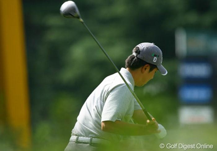 クラブヘッドを体に最も近い位置を通すためにグリップエンドが地面を向いたままダウンスイングに入っているのはS.K.ホ 2006年 日本オープンゴルフ選手権競技 最終日 S.K.ホ