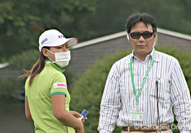廣済堂レディスゴルフカップ事前 この日の16時過ぎにレジストの為、会場を訪れた横峯と父・良郎氏
