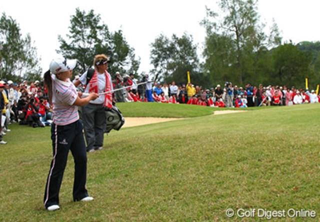 ダイキンオーキッドレディスゴルフトーナメント1日目 この日はショートゲームにてこずった横峯。明日の巻き返しなるか!