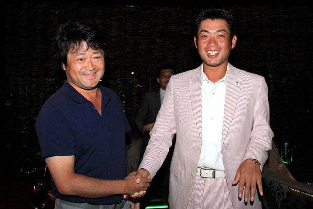 2013年 プレーヤーズラウンジ 横田真一&池田勇太 インドネシアPGA選手権の開催前日に行われた前夜祭で池田勇太と・・・。このときはまだ元気なヨコシンだったが。