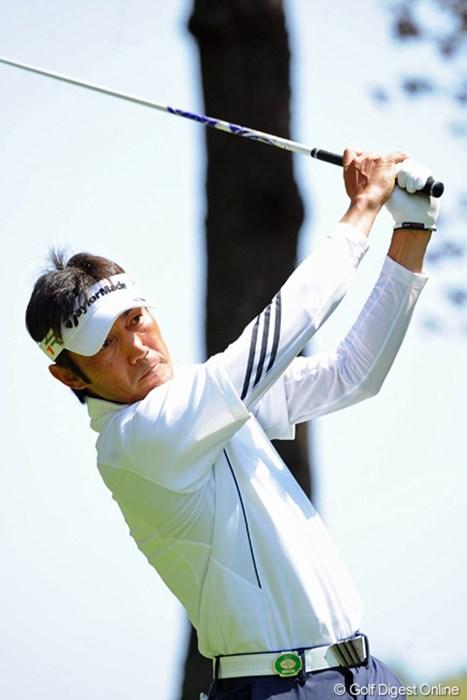 8バーディ、2ボギーの6アンダーで2位タイ。この試合では師匠の田中秀道君も、弟分の富田雅哉君も勝ってるので、今年こそは…。2位T 2013年 つるやオープンゴルフトーナメント 初日 河井博大