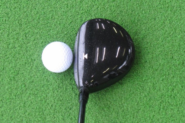ヘッド全体はやや大きめなのだが、ディープフェースのため、ボールは上がりづらい