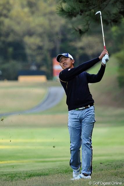 2013年 つるやオープンゴルフトーナメント 2日目 岩田寛 最終ホールで惜しくもバーディパットを外してこの表情。スコアの方は2つ伸ばして暫定8位タイと好位置に付けております。