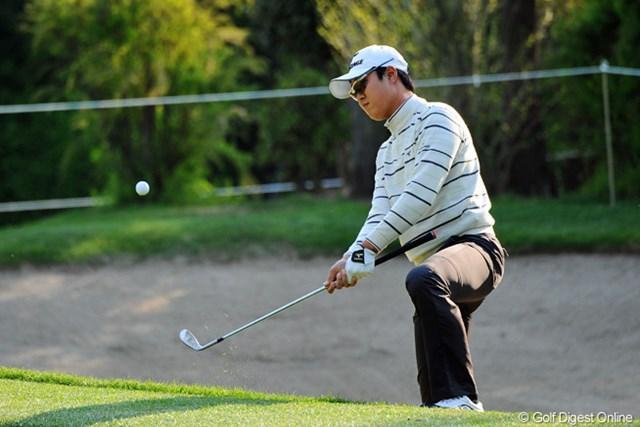 2013年 つるやオープンゴルフトーナメント 2日目 イ・スンホ 4つ伸ばして暫定の首位タイ。アドレスがとれずに結構厳しい場面からあっさりとパーセーブしてはりました。