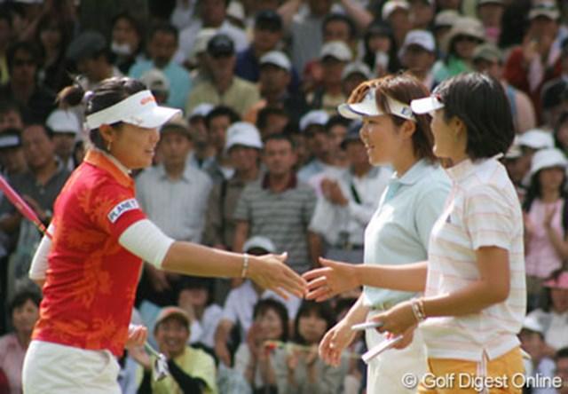 We Love KOBEサントリーレディスオープンゴルフトーナメント最終日 チャンナ 優勝したチャンナを祝福する不動と諸見里