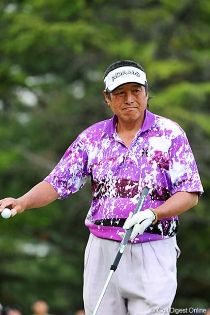 2013年 つるやオープンゴルフトーナメント 3日目 尾崎将司 ひっさしぶりに3日目にプレーするということで、今日はさすがにお疲れのようでしたワ。こういう表情が多かったですもん…。