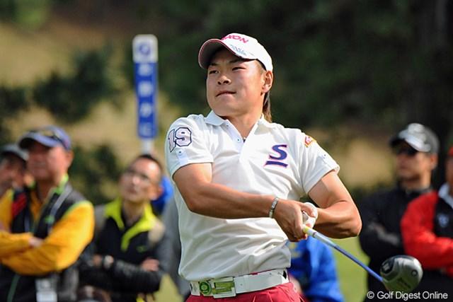 2013年 つるやオープンゴルフトーナメント 3日目 藤本佳則 腕(かいな)のマッスルを誇らしげにアピールするかのようなフィニッシュポーズ!後半に3バーディ奪取で10位Tフィニッシュ。