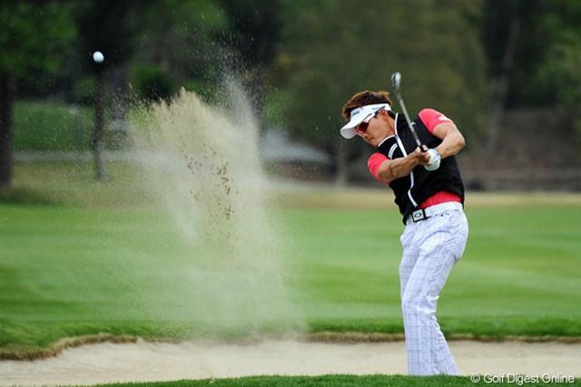 2013年 つるやオープンゴルフトーナメント 3日目 イ・テヒ 初対面ですワ。4つ伸ばして2位に2打差をつけての単独首位。「スゴッ」という印象は皆無なんですが…。また今年も新たな刺客の登場?