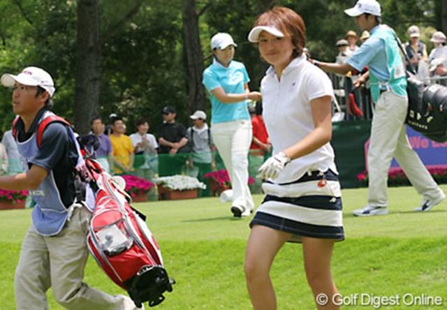 We Love KOBEサントリーレディスオープンゴルフトーナメント 櫻井有希 笑顔でスタートした櫻井有希。アイドル並みの容姿はブレークの予感大!