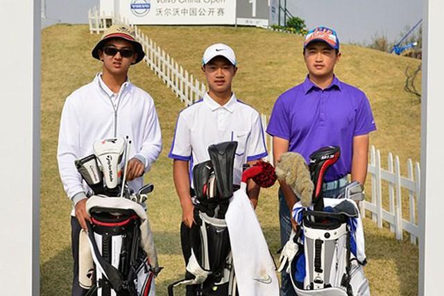 中国の10代アマチュアトリオ。中でも12歳のイェ・ワーチェン(中央)は欧州ツアー最年少出場となる(Volvo in Golf)