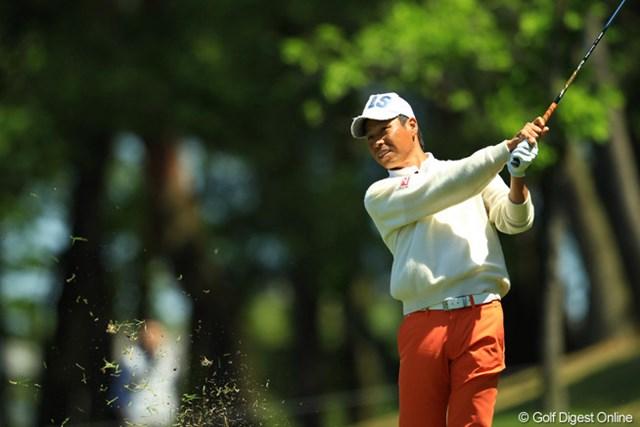 2013年 中日クラウンズ 初日 兼本貴司 風の下を抜けるようなローボールで攻めてました。「この風じゃゴルフになんねぇよ。」とボヤキながらも3位タイです。