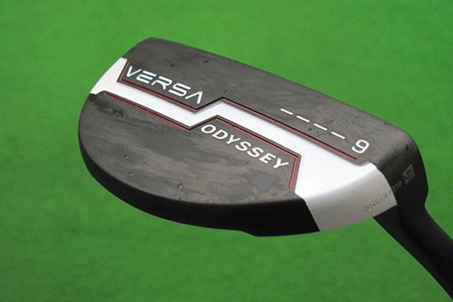 新製品レポート オデッセイ VERSA パター ♯9 ブラック ツートンカラーのヘッドが特長的な「オデッセイ VERSA パター ♯9 ブラック」を試打レポート