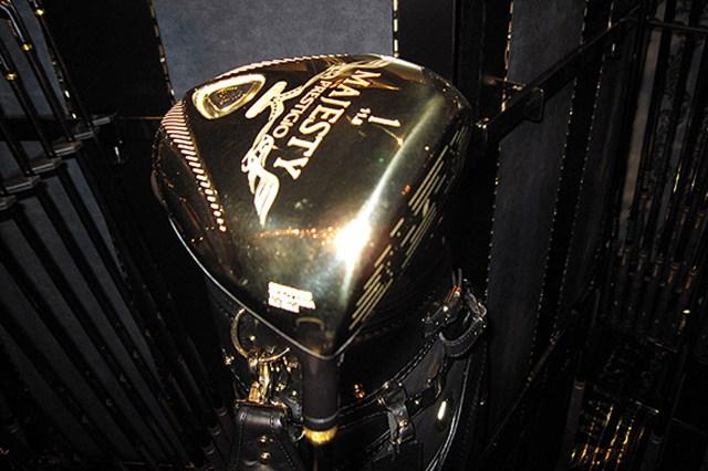 1本231,000円(税込み)ピュアゴールドカラーの「マジェスティ プレステジオ ドライバー」