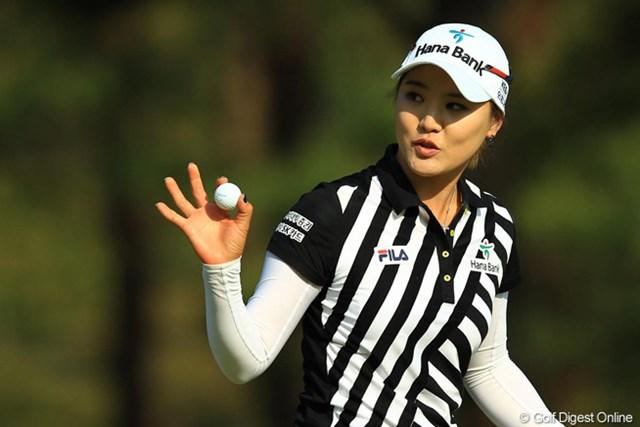 天は二物を与えるんですよ。美人でゴルフが上手いなんて。首位タイスタートです。