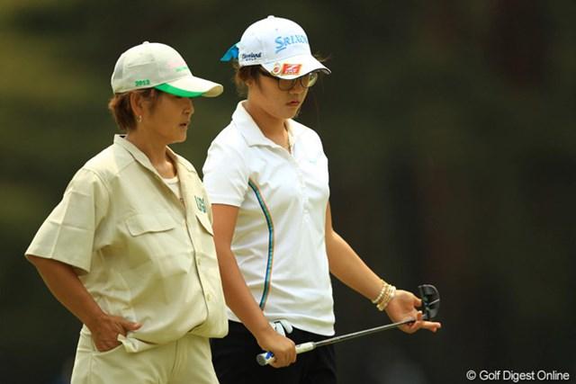 2013年 ワールドレディスチャンピオンシップサロンパスカップ 2日目 リディア・コー リディアのキャディを務めるお母さん。「韓国・女版の星一徹!」って感じでちょっと怖いです。