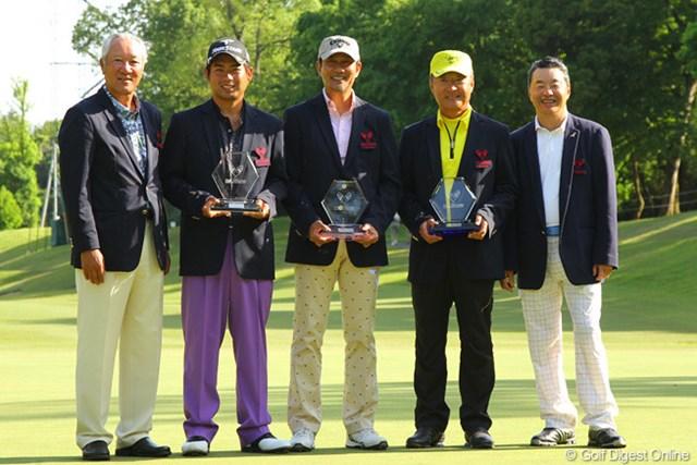 連覇を果たした池田勇太と、アマチュア著名人の部で2年連続優勝を果たした中井貴一。また、一般アマチュア部門を制した菱沼氏が表彰された