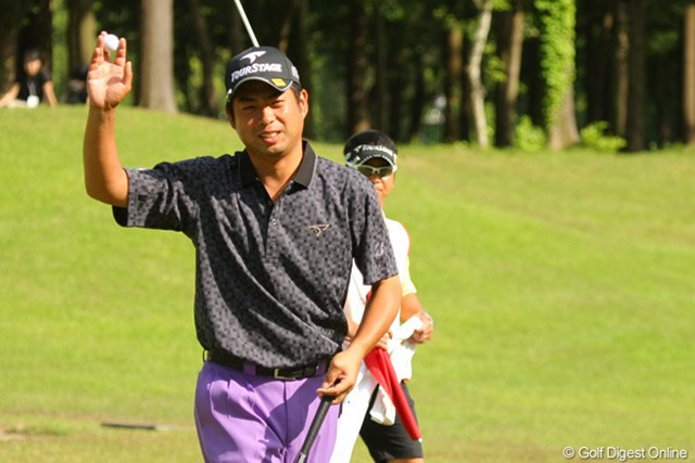 「最後は気合いが入った」とパーパットを決めて優勝を掴んだ池田勇太