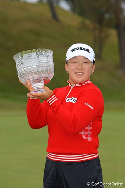 申智愛 全英リコー女子オープン覇者の貫禄を見せつけ、日本ツアー2勝目を飾った申智愛