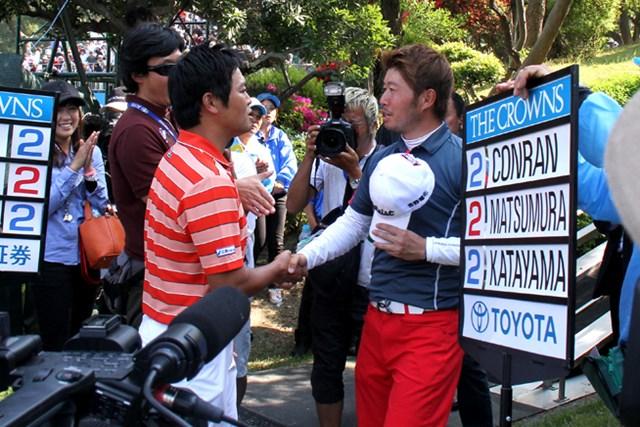 谷口徹を師匠と慕う2人。松村道央の優勝に、兄弟子の武藤俊憲も祝福