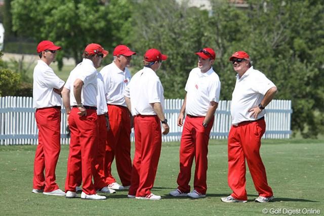 コース各所にいる赤パンツ集団。最終日、石川はこの格好で盛り上げられるか?