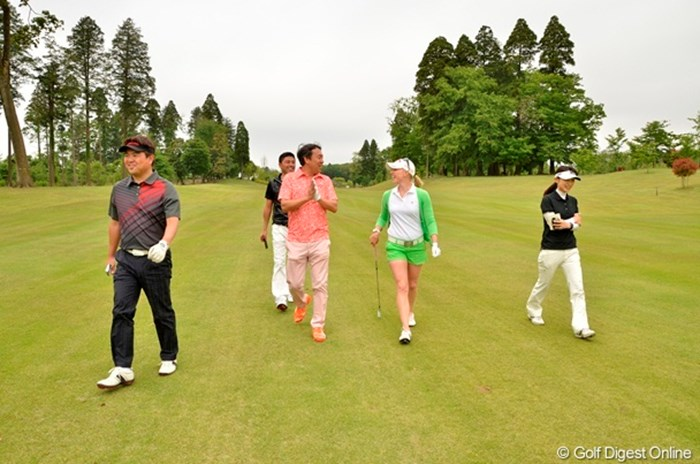 M.プレッセルの明るい人柄もあり、アマチュアゴルファーたちもすっかりリラックス 2013年 「APJカップ Powered by Faust A.G. モーガン・プレッセル ゴルフコンペ」 モーガン・プレッセル