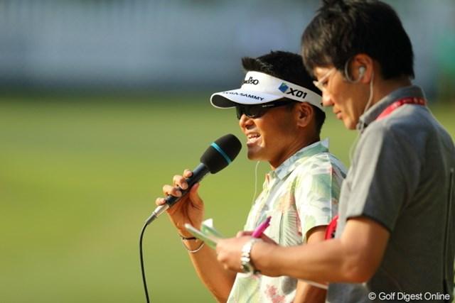 2013年 日本プロゴルフ選手権大会 日清カップヌードル杯 3日目 丸山茂樹 クラブはもちろんだけど、マイクを持つ姿もなかなか。