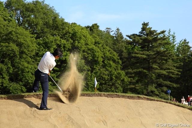 2013年 日本プロゴルフ選手権大会 日清カップヌードル杯 3日目 深堀圭一郎 スタンスするのも楽じゃない状況からエクセレント!